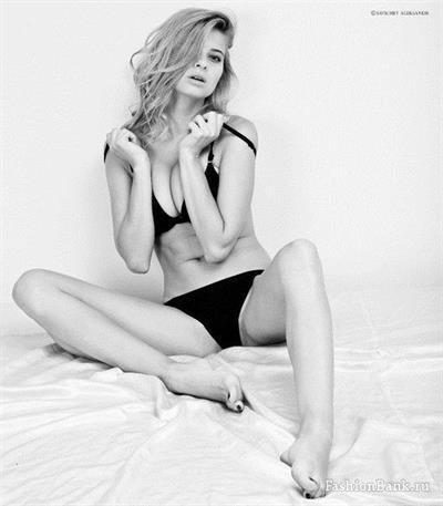Jana Andreeva in lingerie
